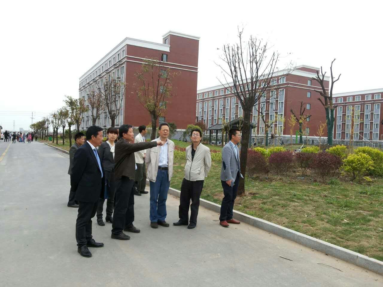 二〇一六年四月十日省发改委何春处长来校视